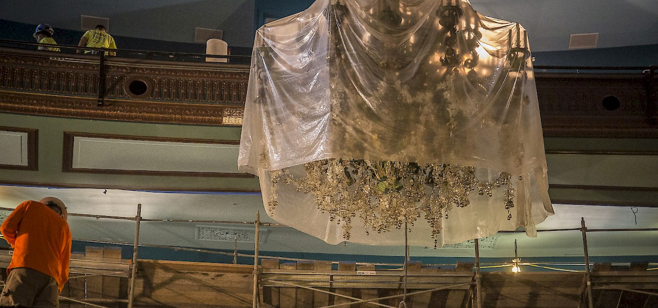 The Curran's newly refurbished chandelier outshines her protective gown. (c) Jim Norrena 2016
