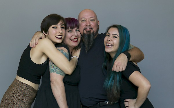 Jayne and Jocelyn Lyell with their parents, John and Jennifer (c) Matt Edge